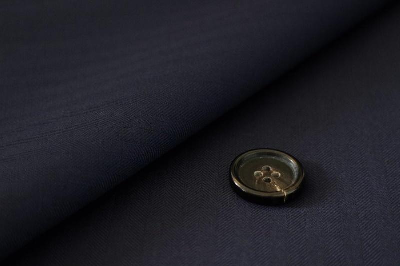 Suit Yaの紺(ネイビー)の軽くストライプが入った生地
