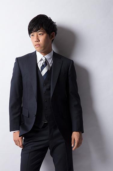 麻布テーラーのスーツを着ている浦和レッズ 遠藤航選手