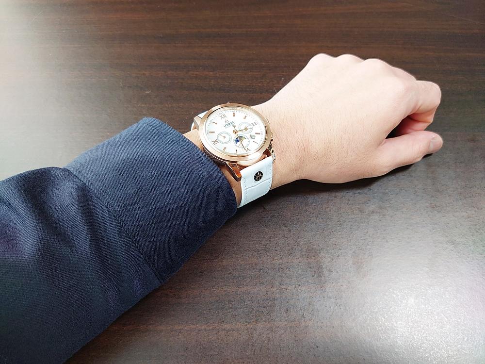 LOBOR CELLINI(セリーニ) 紺シャツ 装着1