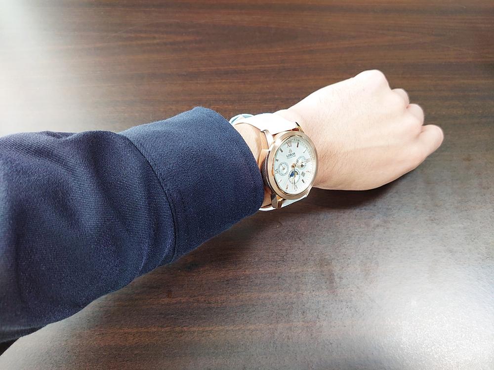 LOBOR CELLINI(セリーニ) 紺シャツ 装着3