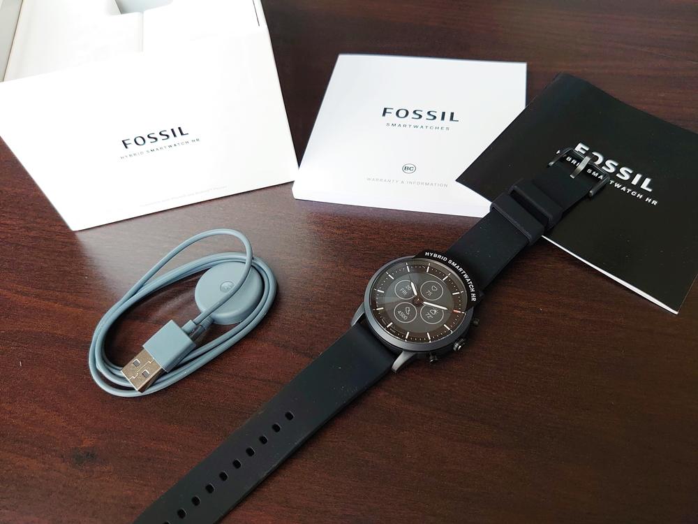 FOSSIL フォッシル スマートウォッチ ハイブリッドHR ブラックシリコン 充電器 同梱物