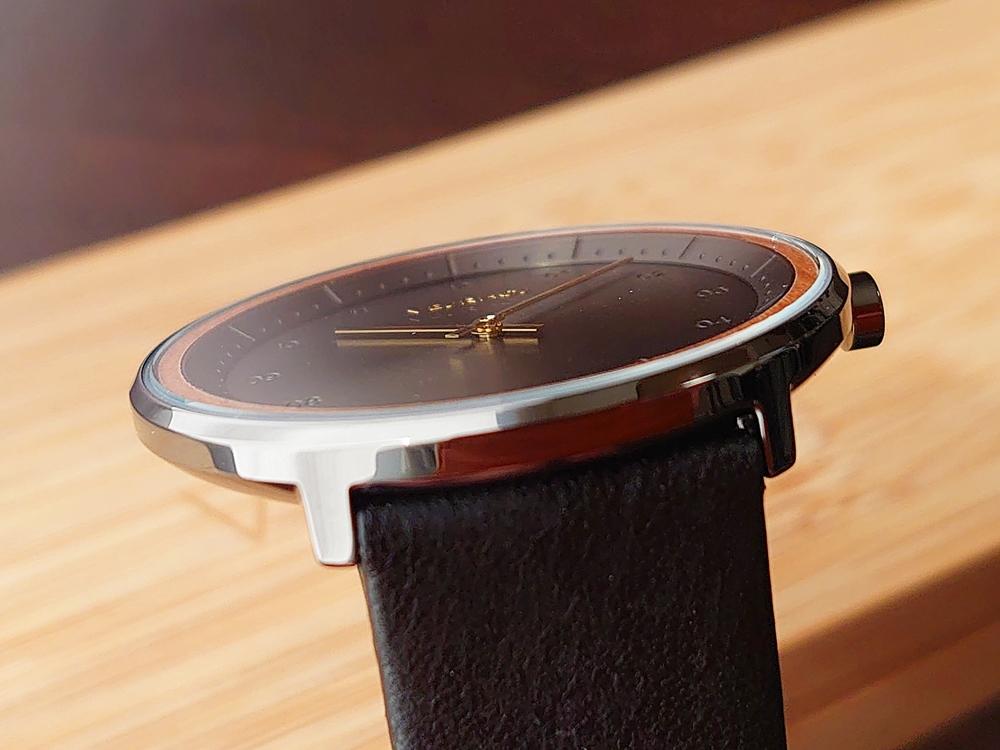 VEJRHOJ(ヴェアホイ)BLACK & GOLD ケース厚 7.25mm ミネラルガラス フラット