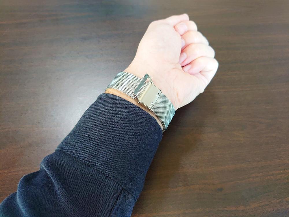 Lagom Watches(ラーゴムウォッチ)SJO【LW054】シルバー シルバーメッシュ ロック機構 着用イメージ
