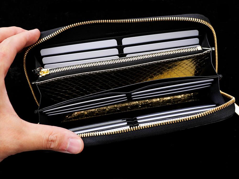 池田工芸 ラウンドビッグウォレット グランデクラス ブラック ゴールドパイソン 使用イメージ