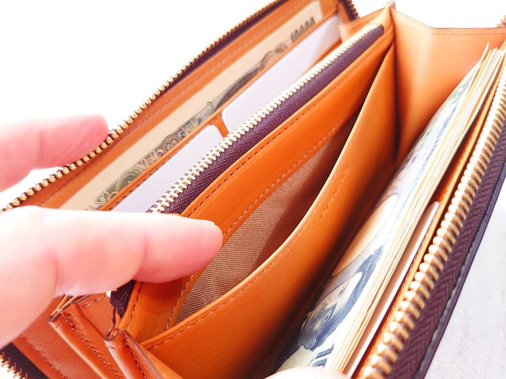 crafsto(クラフスト)ブライドルレザー「ラウンドファスナー長財布」ダークブラウン 多用性の高いセンターフリーポケット