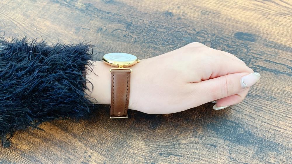 Nordgreen ノードグリーン Unika ユニカ (32mm)ゴールドケース ブラウンレザー レビュー 女性着用2