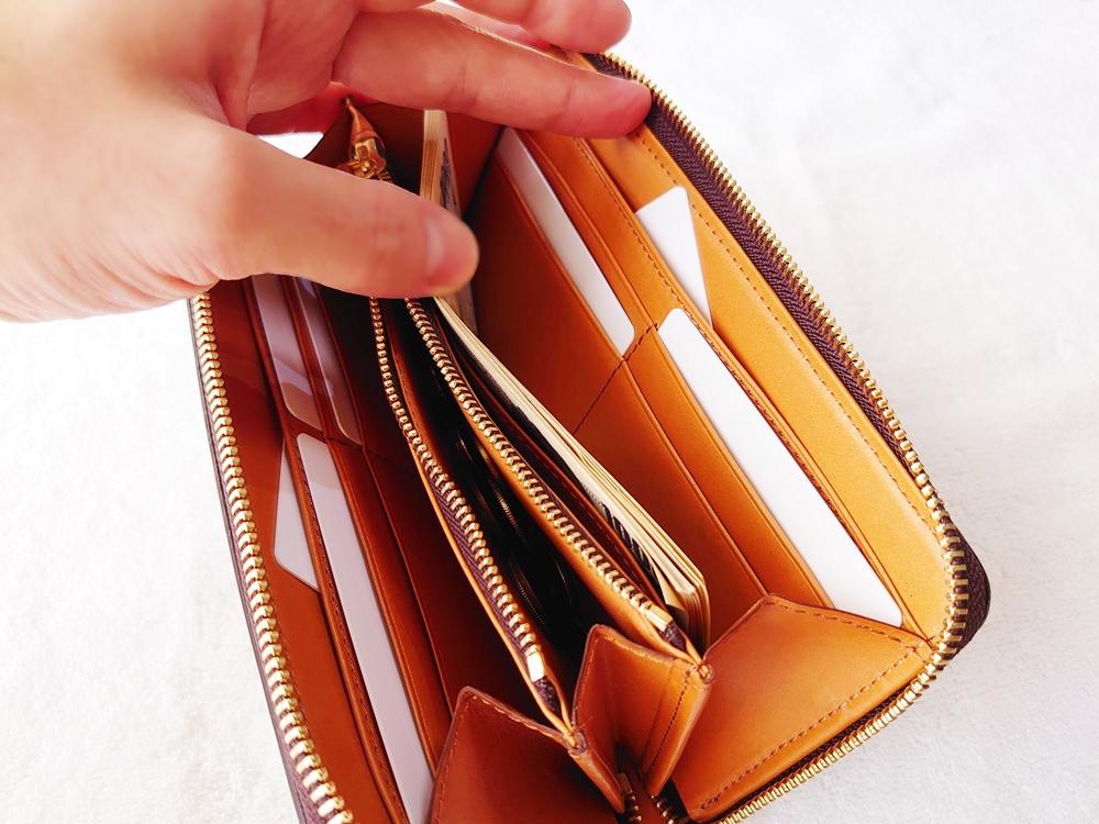 crafsto(クラフスト)ブライドルレザー「ラウンドファスナー長財布」ダークブラウン カードポケットは左右に4枚ずつ