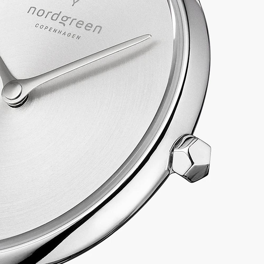 シルバーケース マットメタル シルバーダイヤル Unika(ユニカ)リューズ ダイヤモンドカット Nordgreen(ノードグリーン)