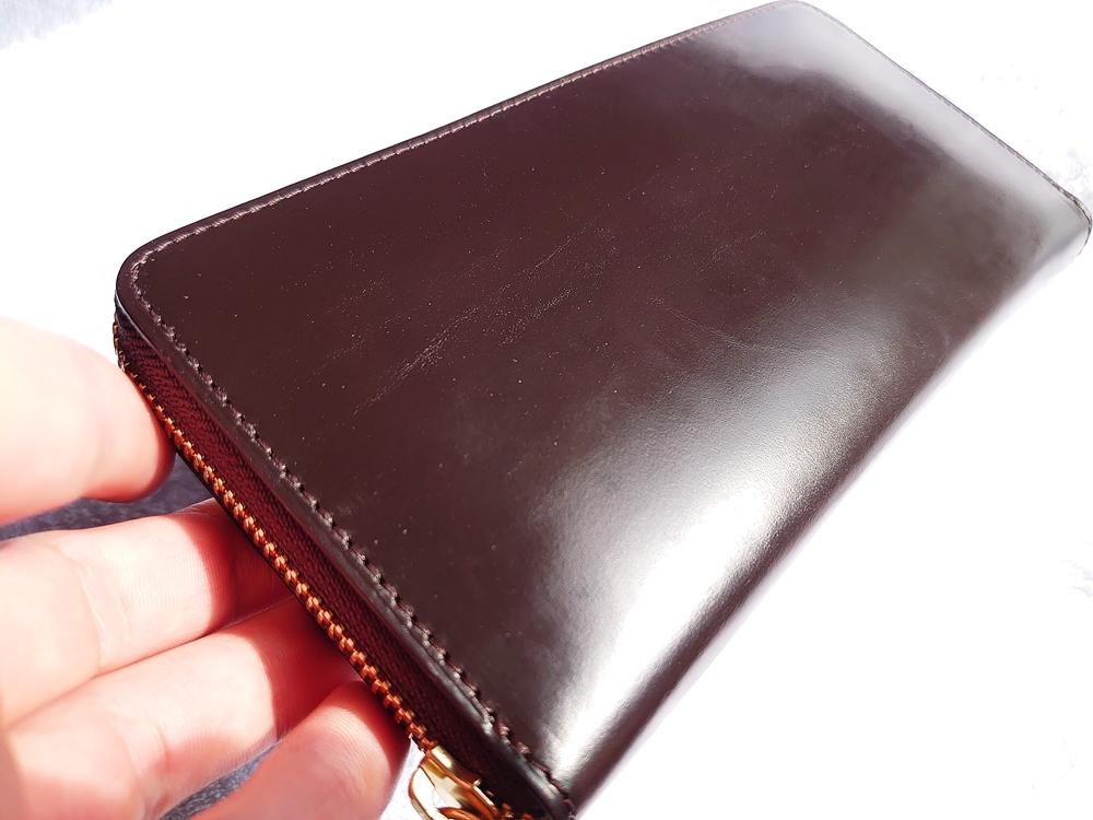 crafsto(クラフスト)ブライドルレザー「ラウンドファスナー長財布」ダークブラウン 革の質感 アップ 3ヵ月使用後 斜め