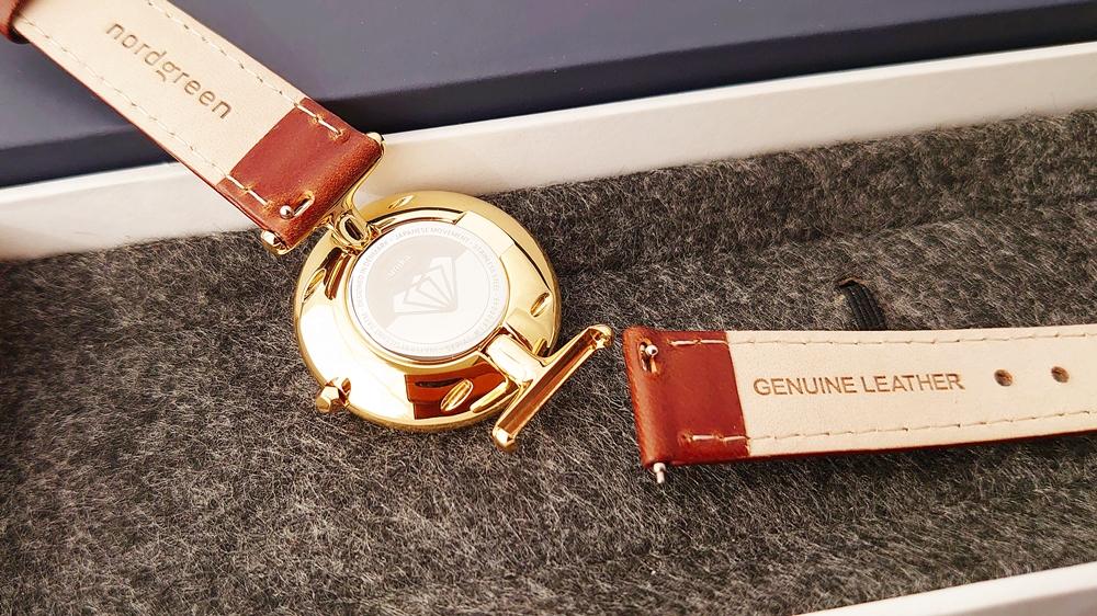 Nordgreen(ノードグリーン)Unika(ユニカ)ゴールドケース ホワイトダイヤル ブラウンレザー ストラップ交換 取り外し