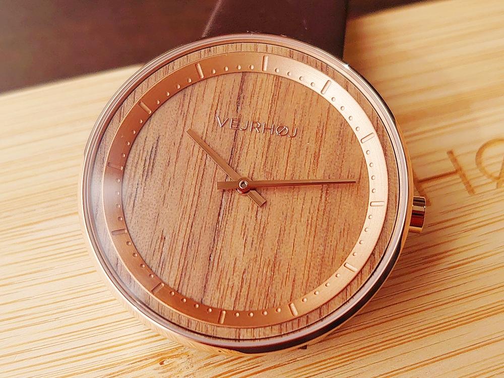 VEJRHØJ(ヴェアホイ)The ROSE(40mm)天然クルミ材 ダークブラウンレザー 文字盤デザイン ローズゴールドの針