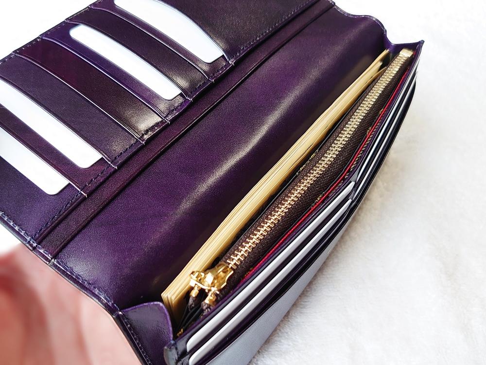 Orobianco(オロビアンコ)ファスナー付き長財布(品番:ORS-012608)ブラック お札とカードを入れた状態(マチ付き札入れ)