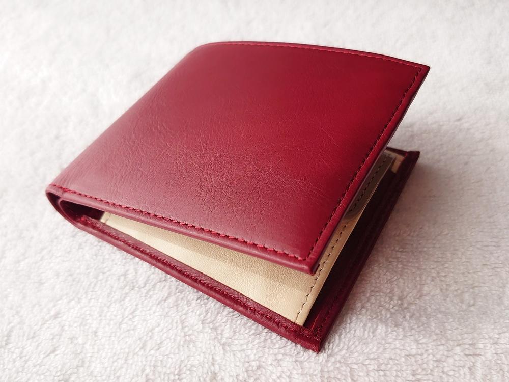 2つ折り財布(小銭入れ付き)ダークレッド レビュー JOGGO(ジョッゴ)お金を入れた状態の財布の厚み 置いた状態