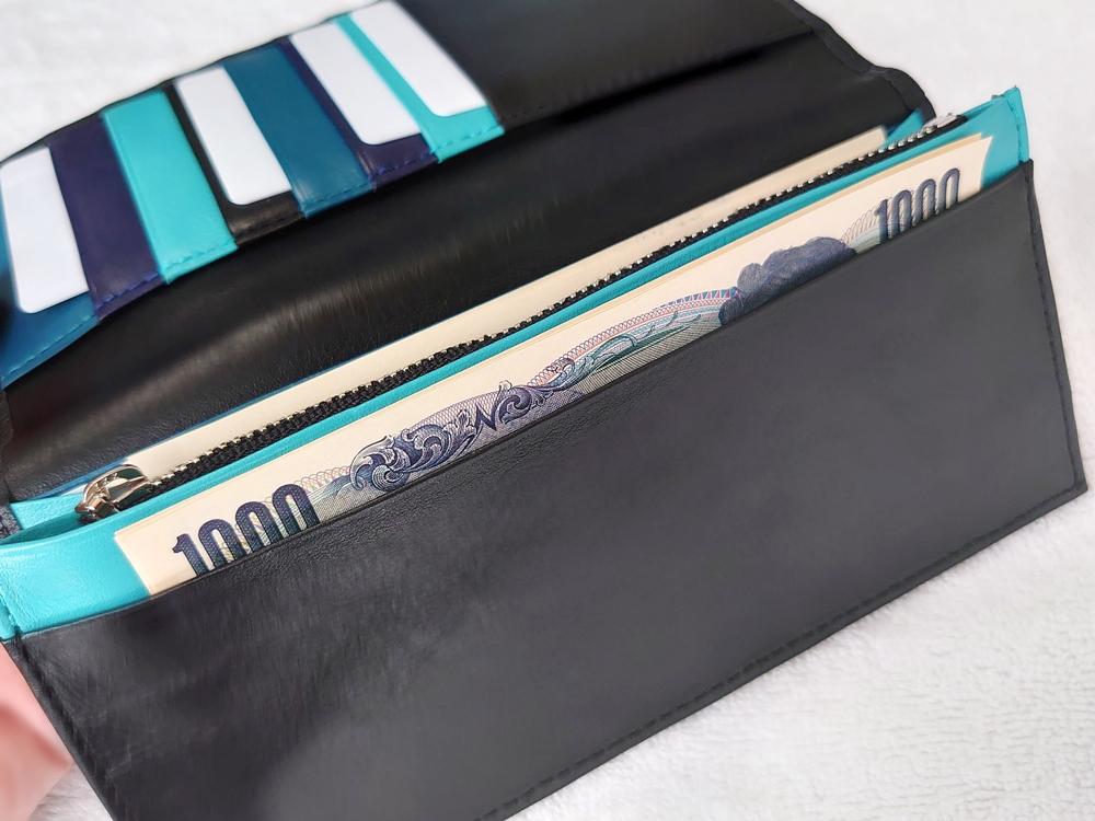 スリム長財布(カード収納13段)ブラック レビュー JOGGO(ジョッゴ)実際にお金とカードを入れた状態 紙幣と財布の深さ