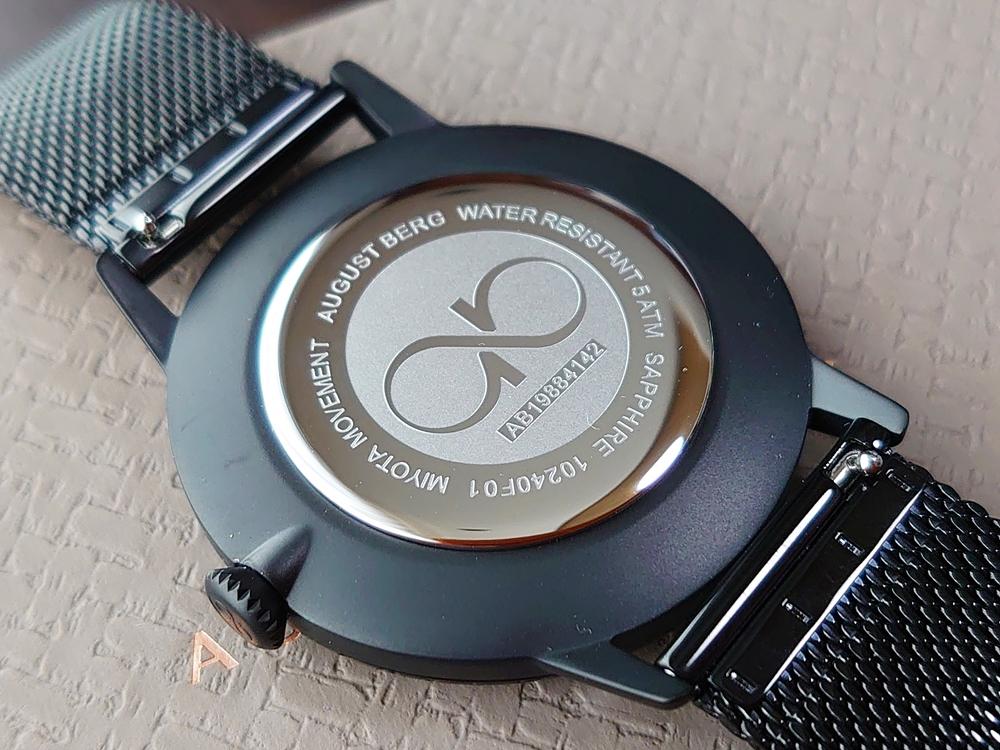 SERENITY(セレニティ)Noir Black(ノワール ブラック)40mm ブラックメッシュ August Berg(オーガスト・バーグ)バックケース ブランドロゴ