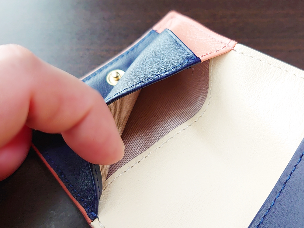 2つ折りエッジカラー財布(アシンメトリー)レビュー JOGGO(ジョッゴ) 内側 横入れのカード入れ