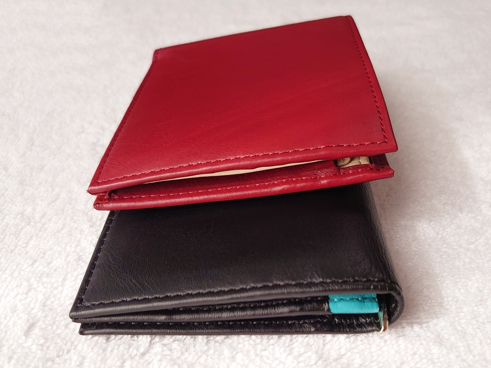 2つ折り財布(小銭入れ付き)ダークレッド スリム長財布(小銭入れ付き)ピュアブラック レビュー 大きさ比較 JOGGO(ジョッゴ)高さと厚み