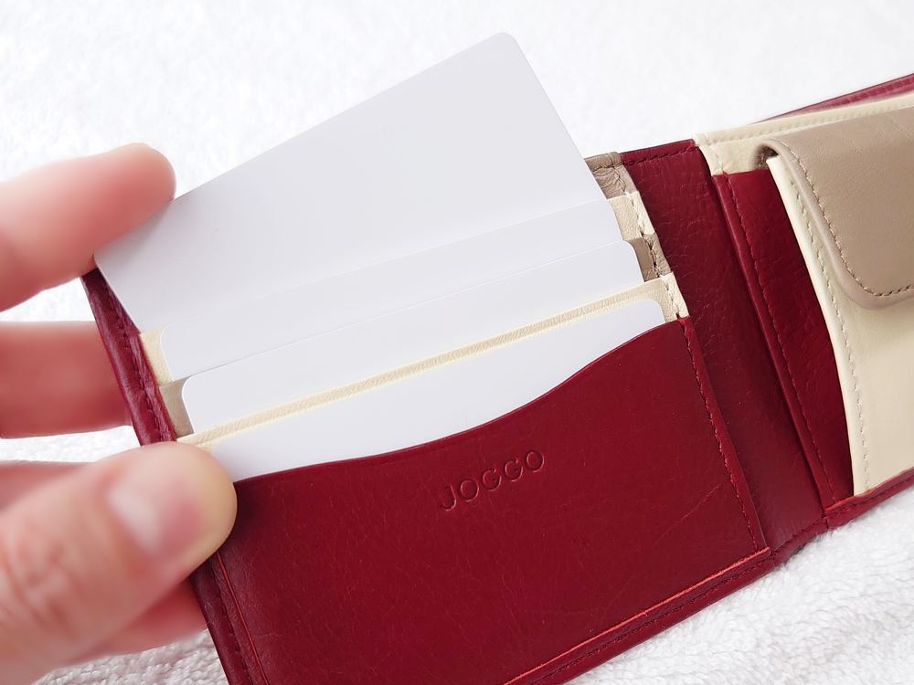 2つ折り財布(小銭入れ付き)ダークレッド レビュー JOGGO(ジョッゴ) カードポケット 使用例①