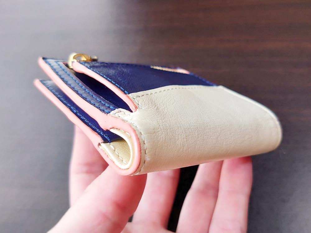 2つ折りエッジカラー財布(アシンメトリー)レビュー JOGGO(ジョッゴ)お金を入れた状態の財布の厚み