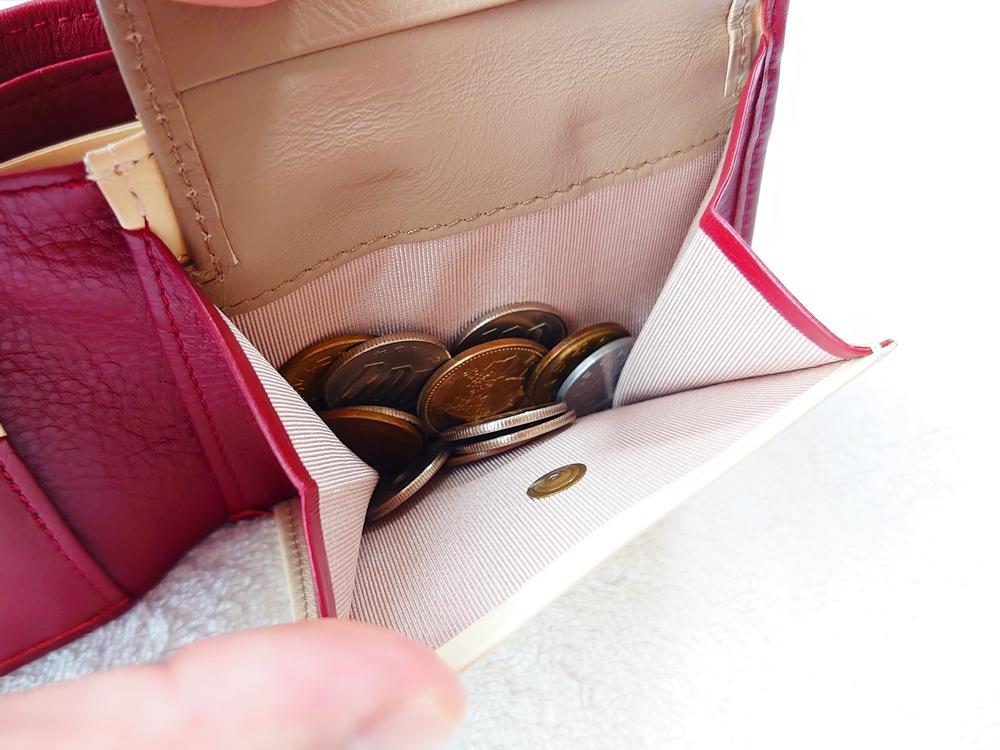 2つ折り財布(小銭入れ付き)ダークレッド レビュー JOGGO(ジョッゴ)小銭入れ マチ付き お金を入れた状態