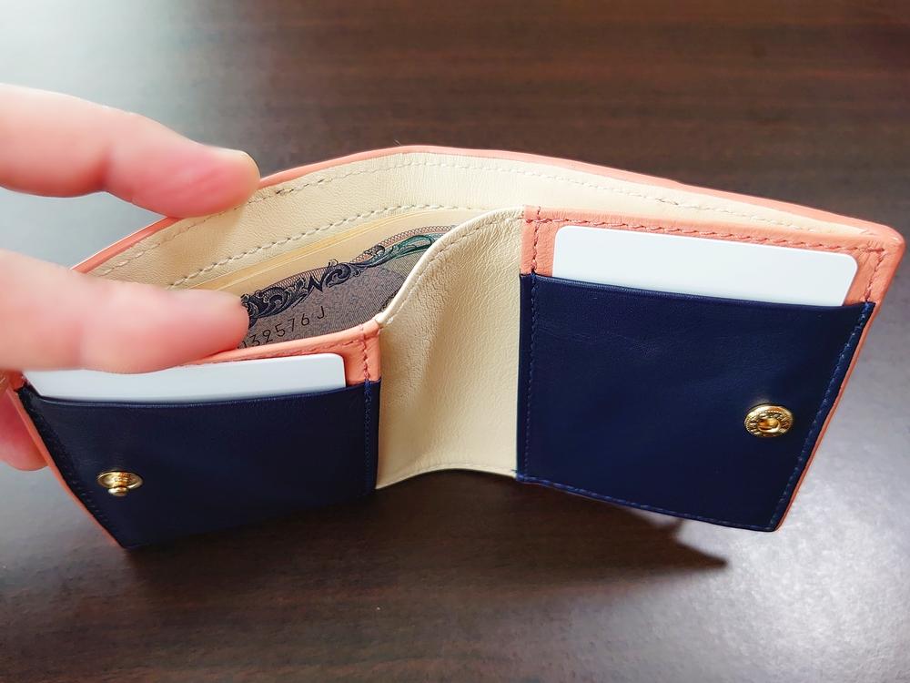 2つ折りエッジカラー財布(アシンメトリー)レビュー JOGGO(ジョッゴ) 札入れのサイズ感①