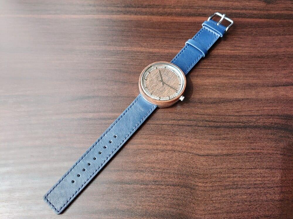 ARCHシリーズ 42mm 天然のくるみの木 「ARCH 01」シルバー ミッドナイトブルーレザー ストラップ VEJRHØJ(ヴェアホイ)腕時計レビュー イタリア製レザーストラップ 幅20mm ミッドナイトブルー 1