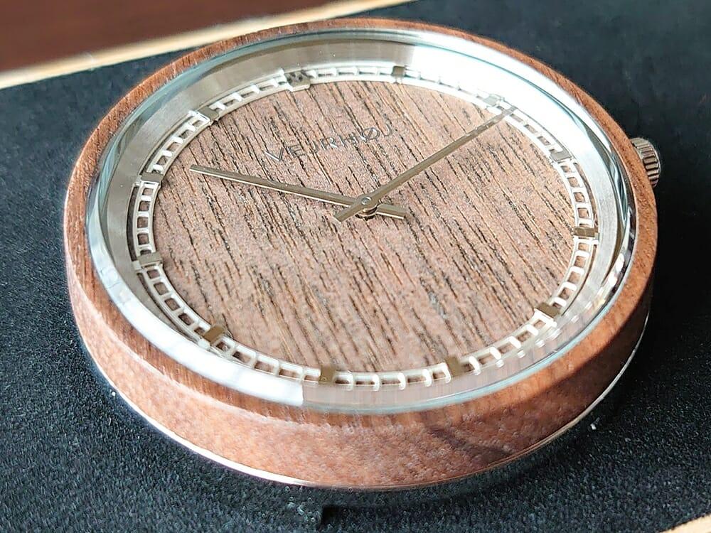 ARCHシリーズ 42mm 天然のくるみの木 「ARCH 01」シルバー VEJRHØJ(ヴェアホイ)腕時計レビュー 時計本体3