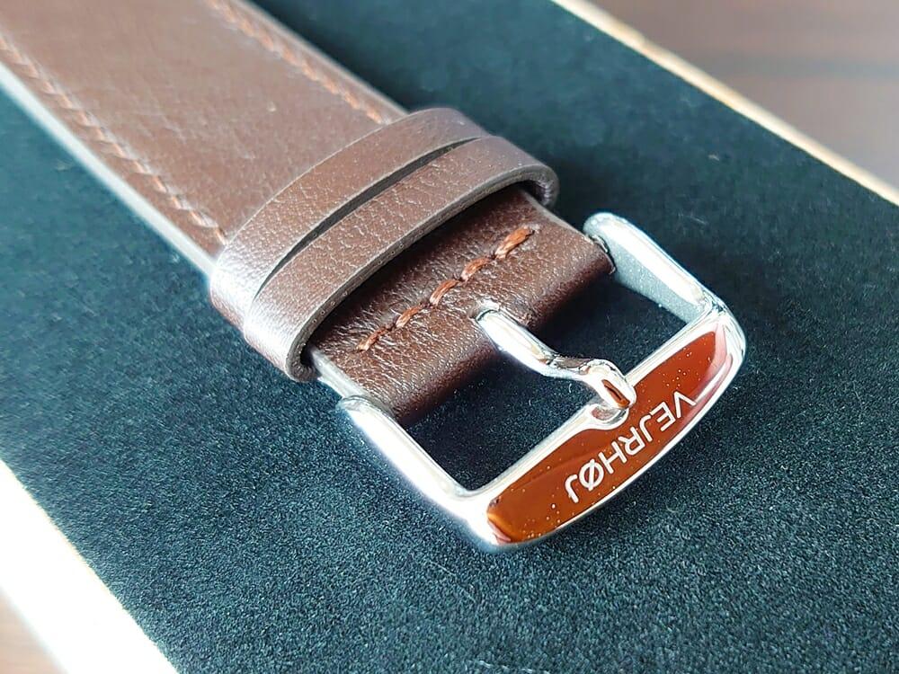 ARCHシリーズ 42mm 天然のくるみの木 「ARCH 01」シルバー ブラウンレザー ストラップ VEJRHØJ(ヴェアホイ)腕時計レビュー イタリア製レザーストラップ 幅20mm ハックル