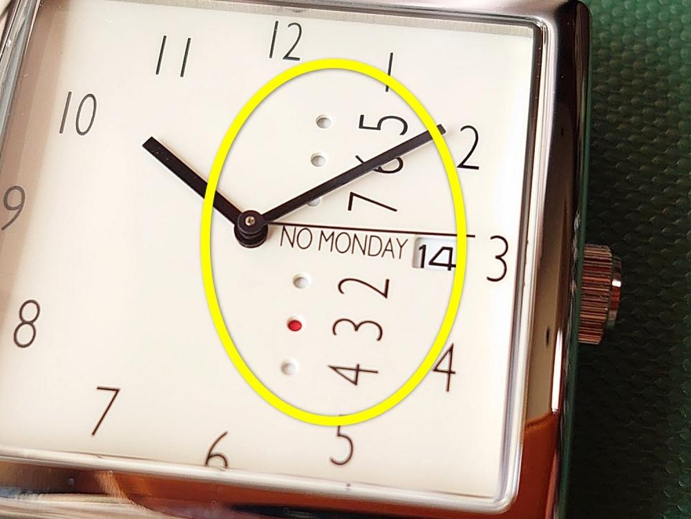 NM-2 NM-471BE(35mm)NO MONDAY(ノーマンデー)ベージュストラップ(22mm)ダイアルデザイン アップ リューズの操作 曜日表記 赤いマーク