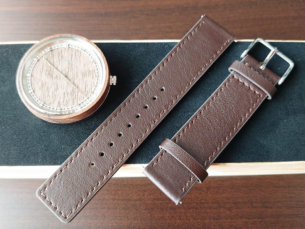 ARCHシリーズ 42mm 天然のくるみの木 「ARCH 01」シルバー ブラウンレザー ストラップ VEJRHØJ(ヴェアホイ)腕時計レビュー イタリア製レザーストラップ 幅20mm 両側ベルト取り外し