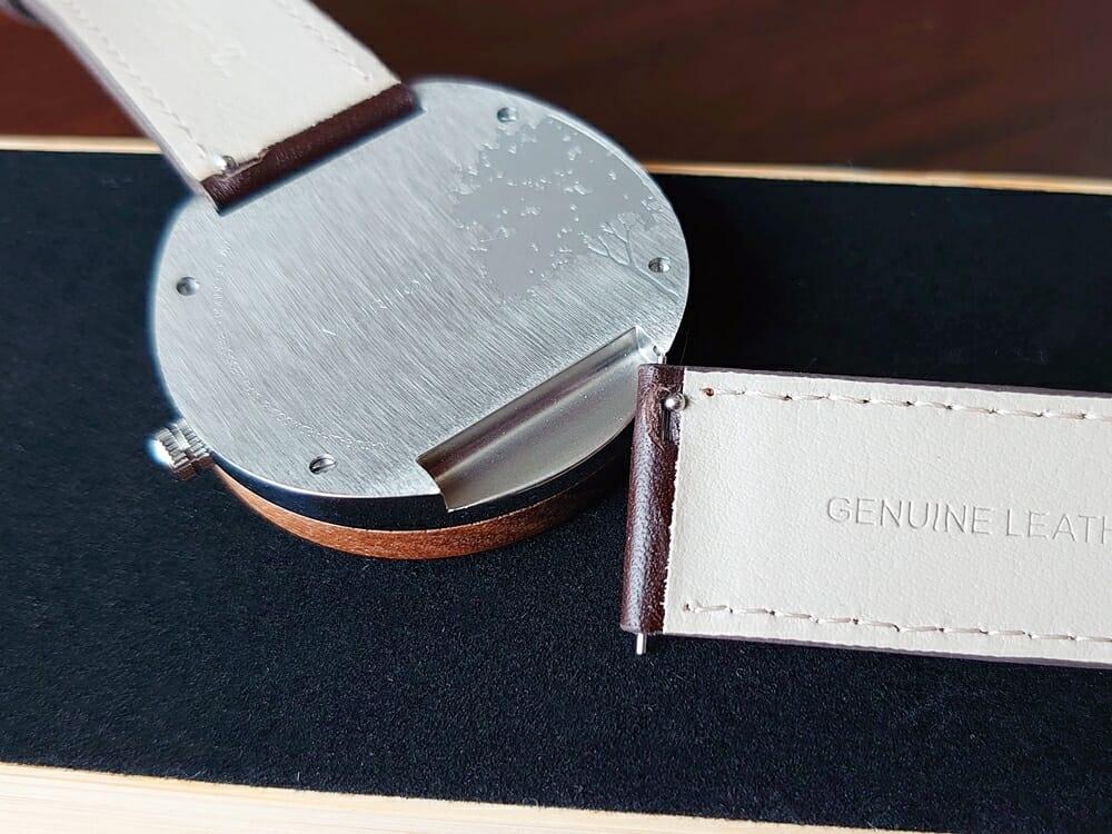 ARCHシリーズ 42mm 天然のくるみの木 「ARCH 01」シルバー ブラウンレザー ストラップ VEJRHØJ(ヴェアホイ)腕時計レビュー イタリア製レザーストラップ 幅20mm ベルト取り外し