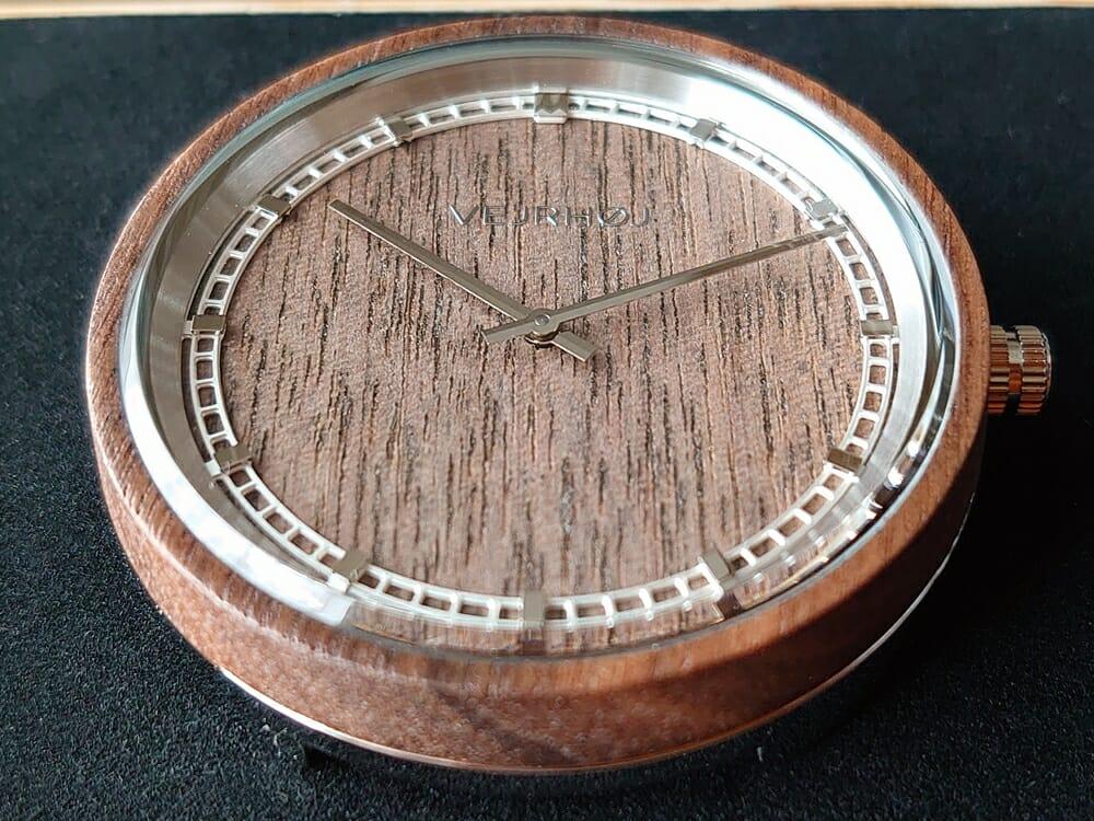 ARCHシリーズ 42mm 天然のくるみの木 「ARCH 01」シルバー VEJRHØJ(ヴェアホイ)腕時計レビュー 時計本体2