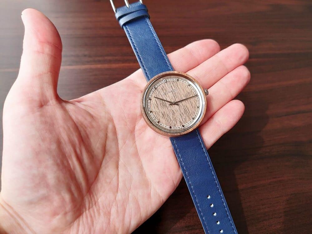 ARCHシリーズ 42mm 天然のくるみの木 「ARCH 01」シルバー ミッドナイトブルーレザー ストラップ VEJRHØJ(ヴェアホイ)腕時計レビュー イタリア製レザーストラップ 幅20mm ミッドナイトブルー 2