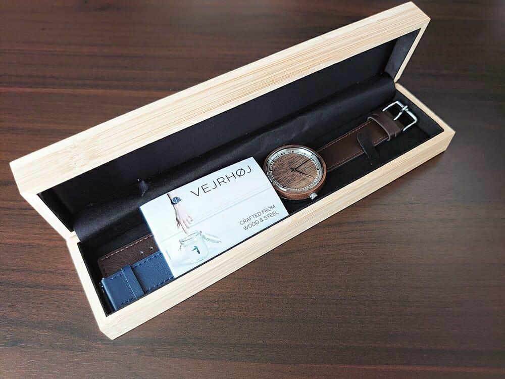 ARCHシリーズ 42mm 天然のくるみの木 「ARCH 01」シルバー VEJRHØJ(ヴェアホイ)腕時計レビュー 同梱物 ストラップ