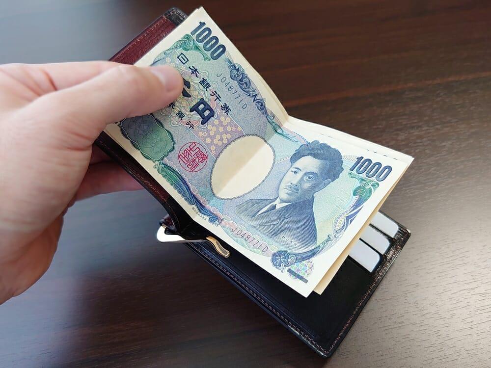 手揉みレザー マネークリップ コインケース付き LONESOME(ロンサム)Mens Leather Store(メンズレザーストア)カードポケットに札が干渉する