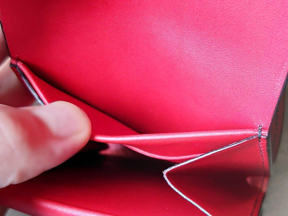 リスシオ ショート財布「Black x Red」NIBUR(ニブール)Mens Leather Store(メンズレザーストア)マルチポケット カード入れ背面