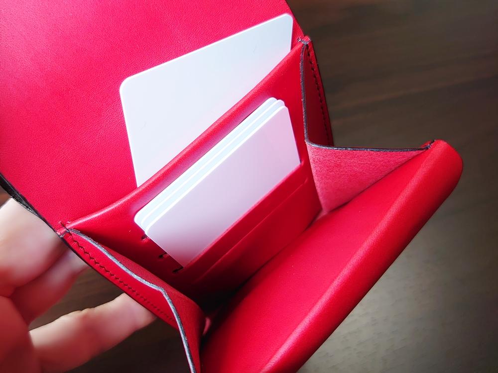 リスシオ ショート財布「Black x Red」NIBUR(ニブール)Mens Leather Store(メンズレザーストア)マルチポケット 使い勝手 カードを入れる 1