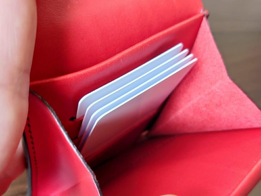 リスシオ ショート財布「Black x Red」NIBUR(ニブール)Mens Leather Store(メンズレザーストア)カード入れの使い勝手 2