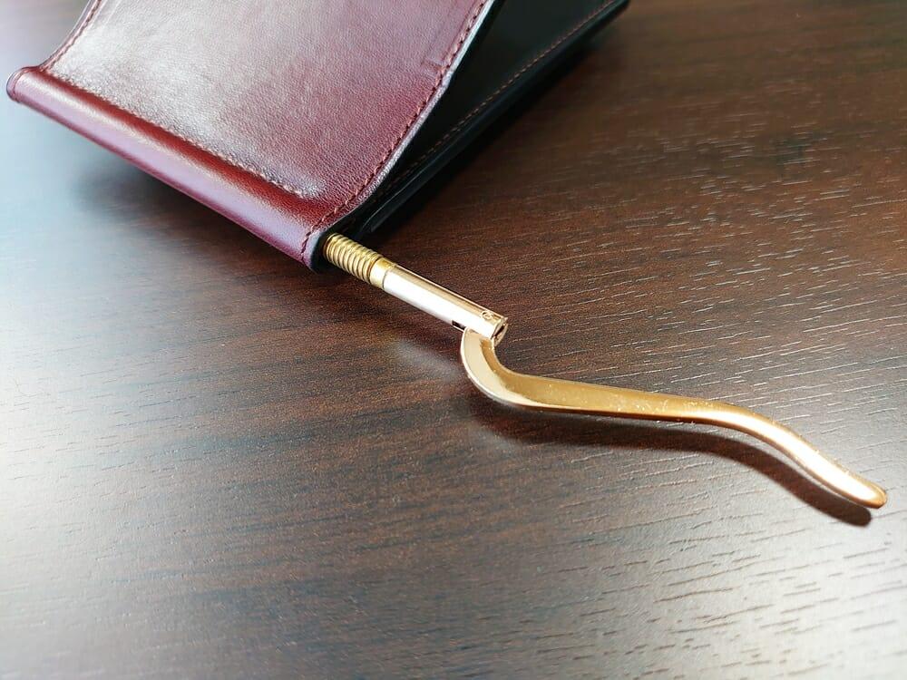 手揉みレザー マネークリップ コインケース付き LONESOME(ロンサム)Mens Leather Store(メンズレザーストア)クリップ 引き出した状態