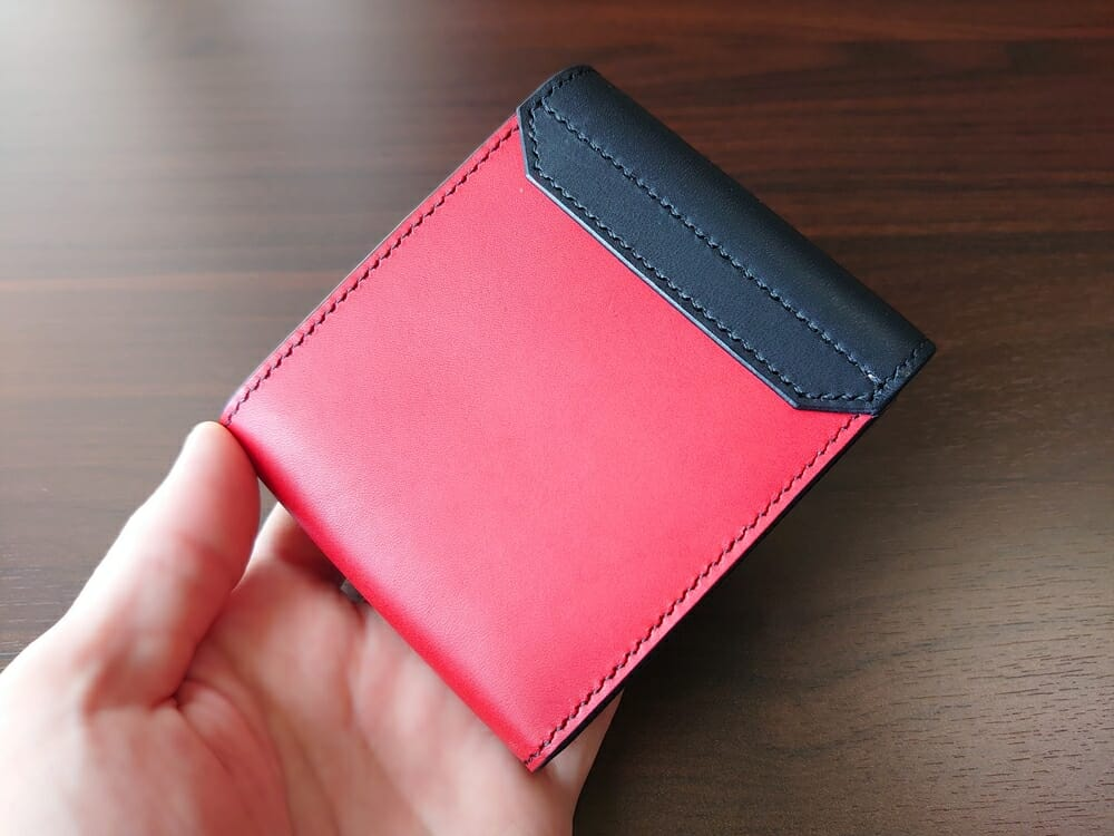 リスシオ ショート財布「Black x Red」NIBUR(ニブール)Mens Leather Store(メンズレザーストア)財布 外装 裏面 内装色
