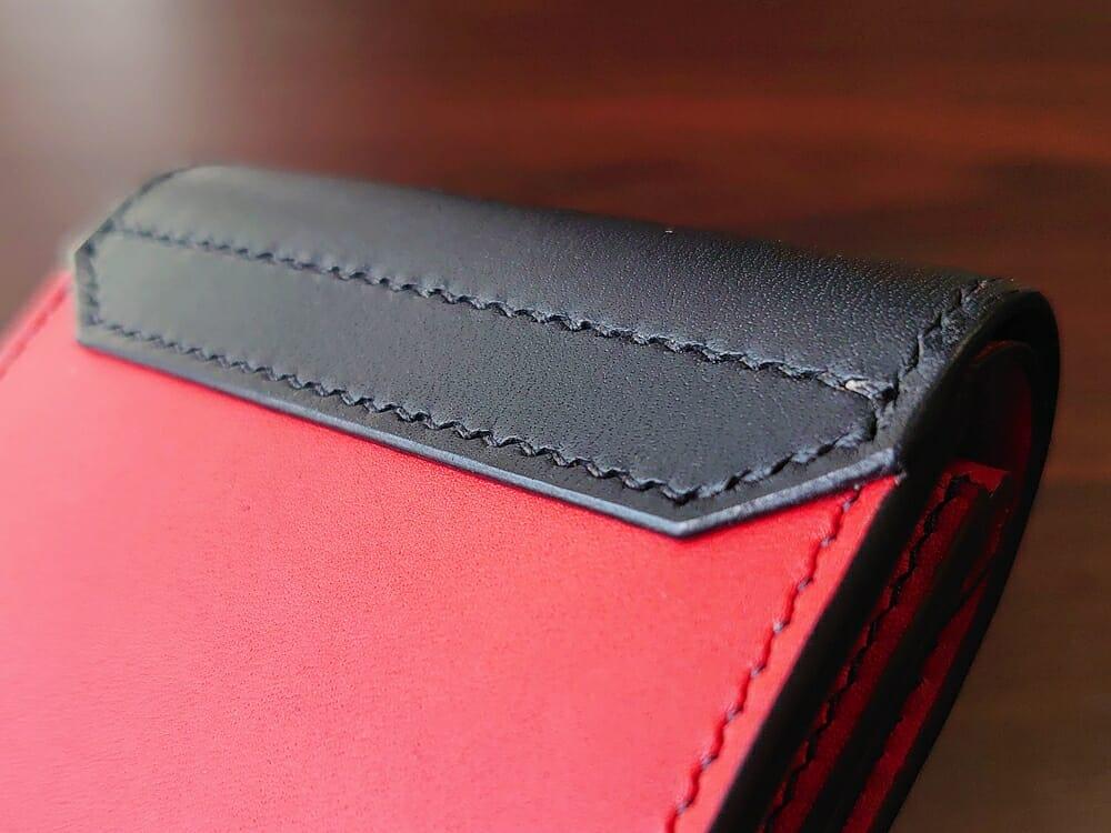 リスシオ ショート財布「Black x Red」NIBUR(ニブール)Mens Leather Store(メンズレザーストア)ステッチ 縫い目 仕上げ 背面