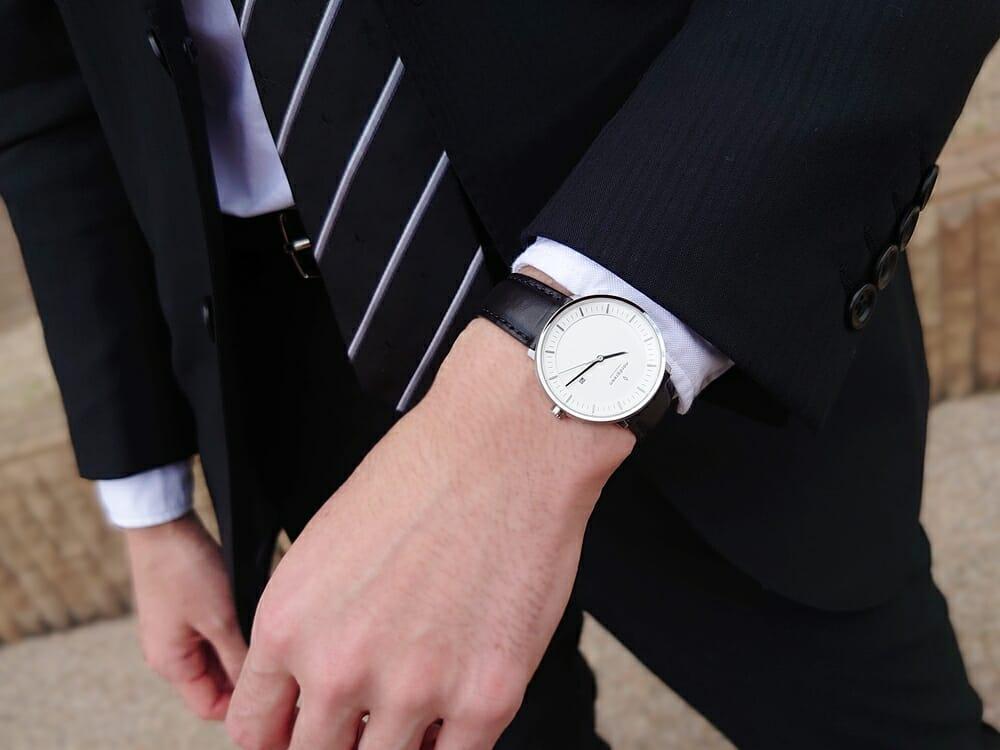 ビジネス腕時計 ビジネスマン スーツ Nordgreen ノードグリーン フィロソファ 着用 カスタムファッションマガジン