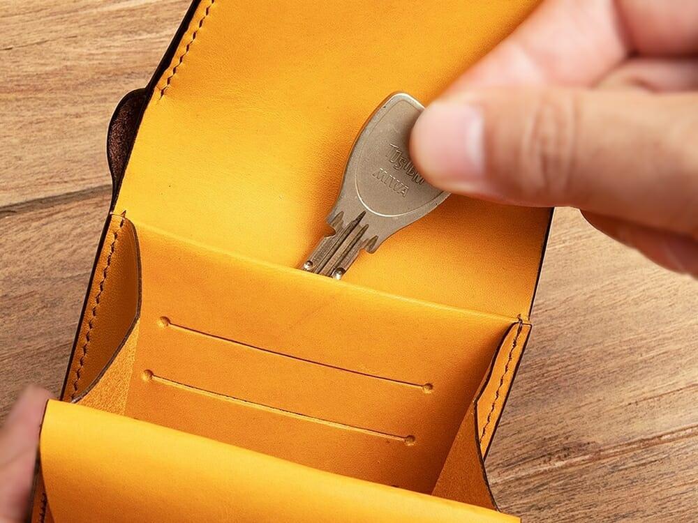 リスシオ ショート財布 マルチポケット カードポケット背面 鍵を入れる Mens Leather Stor