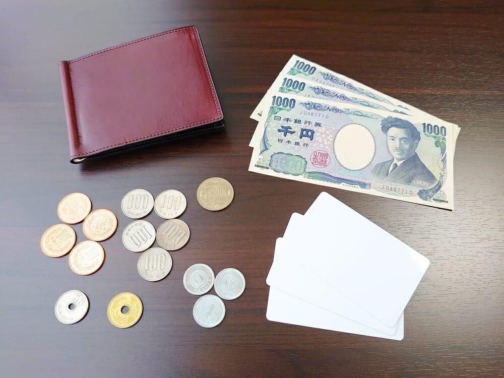手揉みレザー マネークリップ コインケース付き LONESOME(ロンサム)Mens Leather Store(メンズレザーストア)お金とカードで使用感を確認