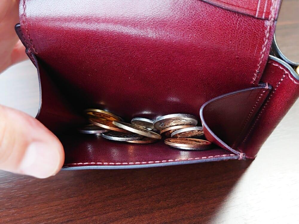 手揉みレザー マネークリップ コインケース付き LONESOME(ロンサム)Mens Leather Store(メンズレザーストア)コインケースの容量と使い勝手