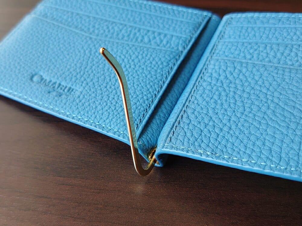 シュランケンカーフ マネークリップ(Blue)CIMABUE(チマブエ)Mens Leather Store(メンズレザーストア)マネークリップ 開いた状態(固定箇所:90度)