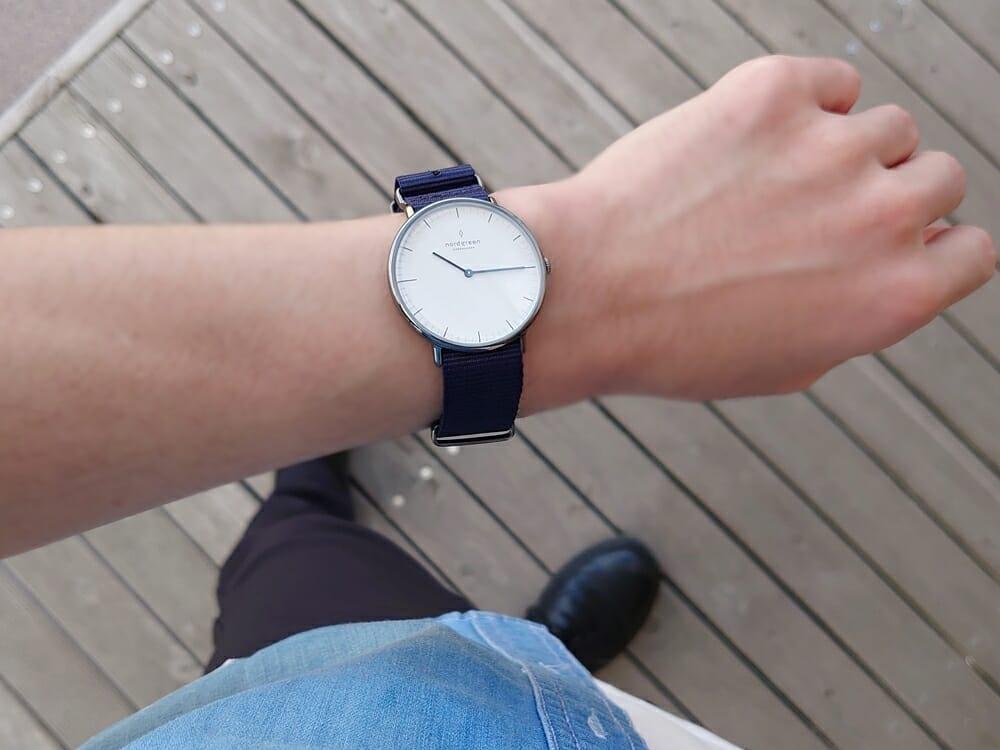 20代メンズおすすめ腕時計 Nordgreen ノードグリーン Native ネイティブ ガンメタル 40mm ネイビーナイロン着用 カスタムファッションマガジン