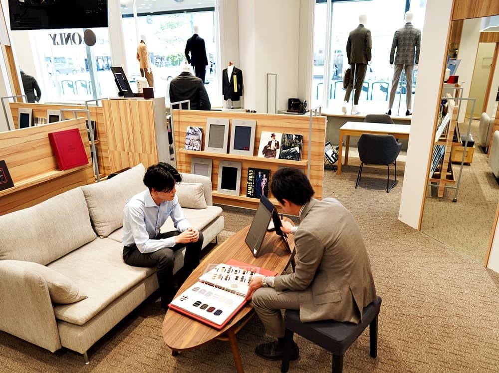 ONLY(オンリー) 京都四条河原町店 ソファーもあるためゆったりオーダースーツ作りが楽しめる