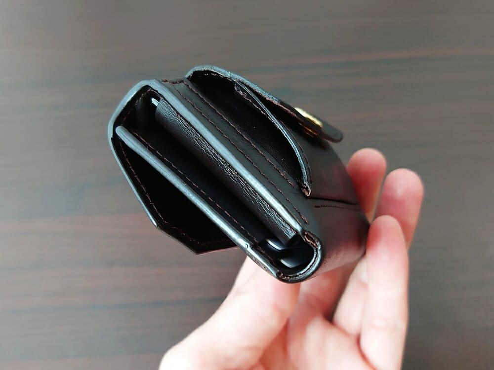 LIFE POCKET(ライフポケット)MiniWallet3 ミニウォレット3 espresso エスプレッソ 使い勝手 収納後の財布の厚み4