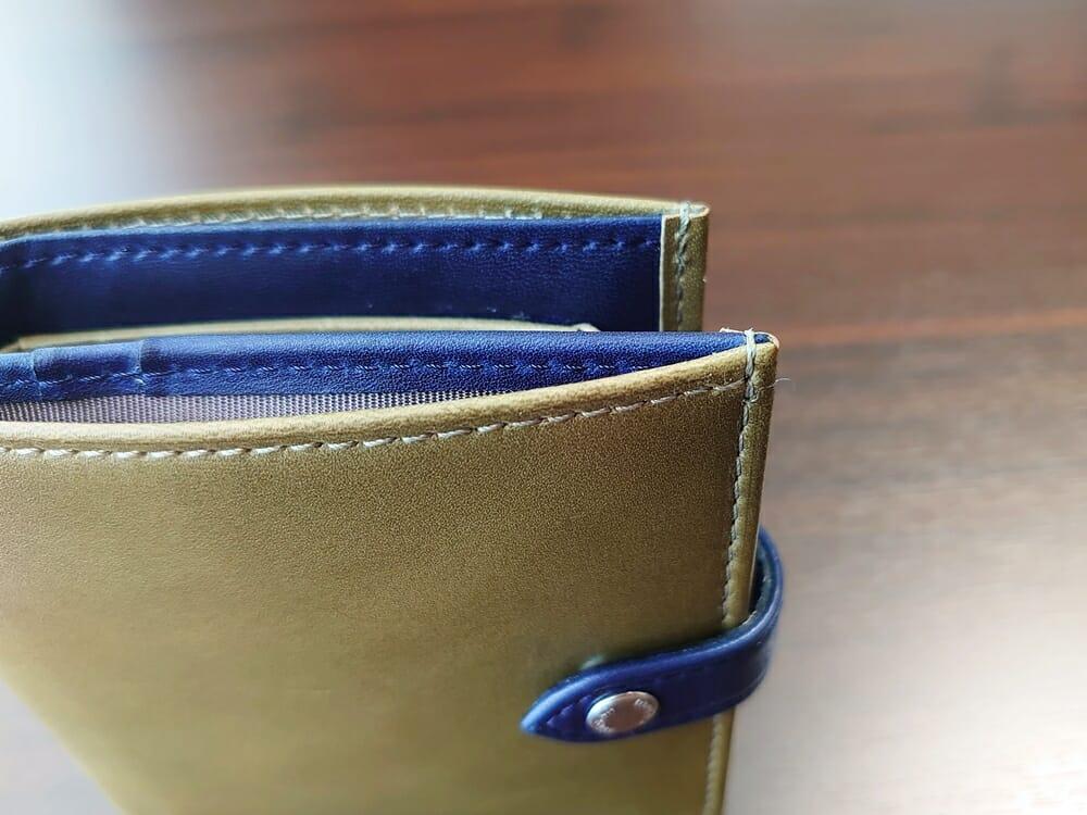 JOGGO(ジョッゴ)ENISHI 2つ折り財布 姫路レザー(グリーン、ブルー)ホックがカードに引っかかり財布がズレる
